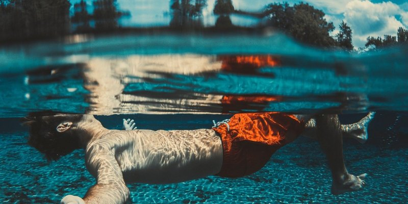 When I Feel I Am Drowning What Should I Do? (What Keeps Me Afloat In The Water?) - Swimming Advice