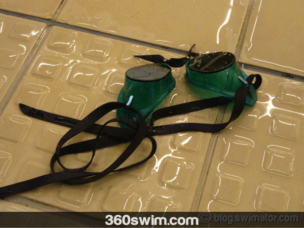 Simple, yet effective green Swedish goggles